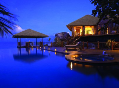 accomodation_private_pool_residence_outsidearea